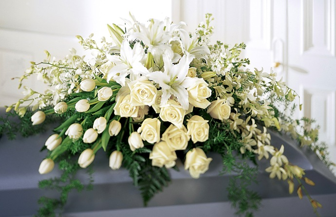 casket-cover-funeral-arrangement